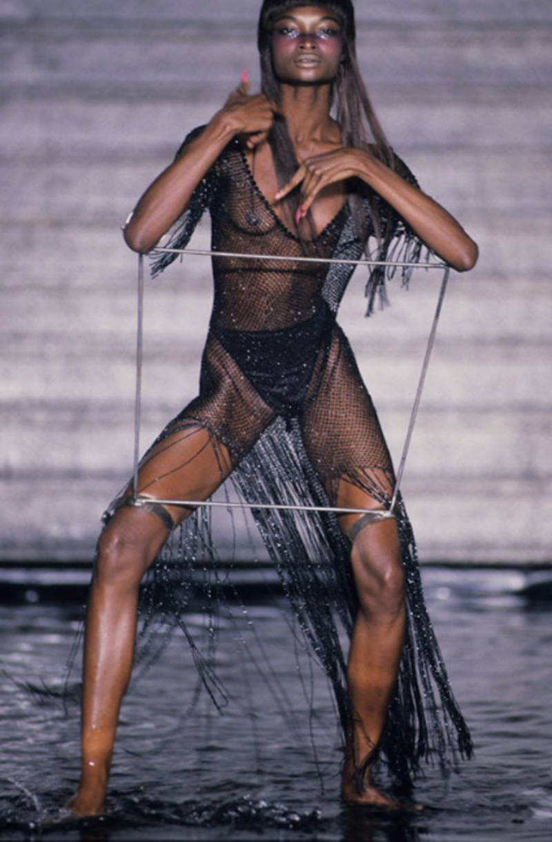 374a2cd2bbbb6 the eight looks that defined alexander mcqueen's career - i-D