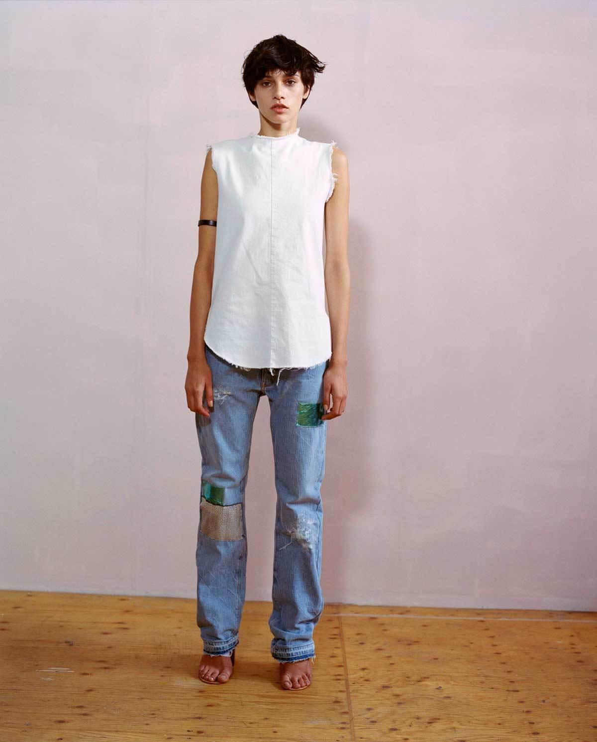 b96b368d5932 Indossa sempre jeans e t-shirt larghe e da H M dobbiamo fare shopping nel  reparto bambini perché dalle bambine ci sono solo brillantini e paillettes.