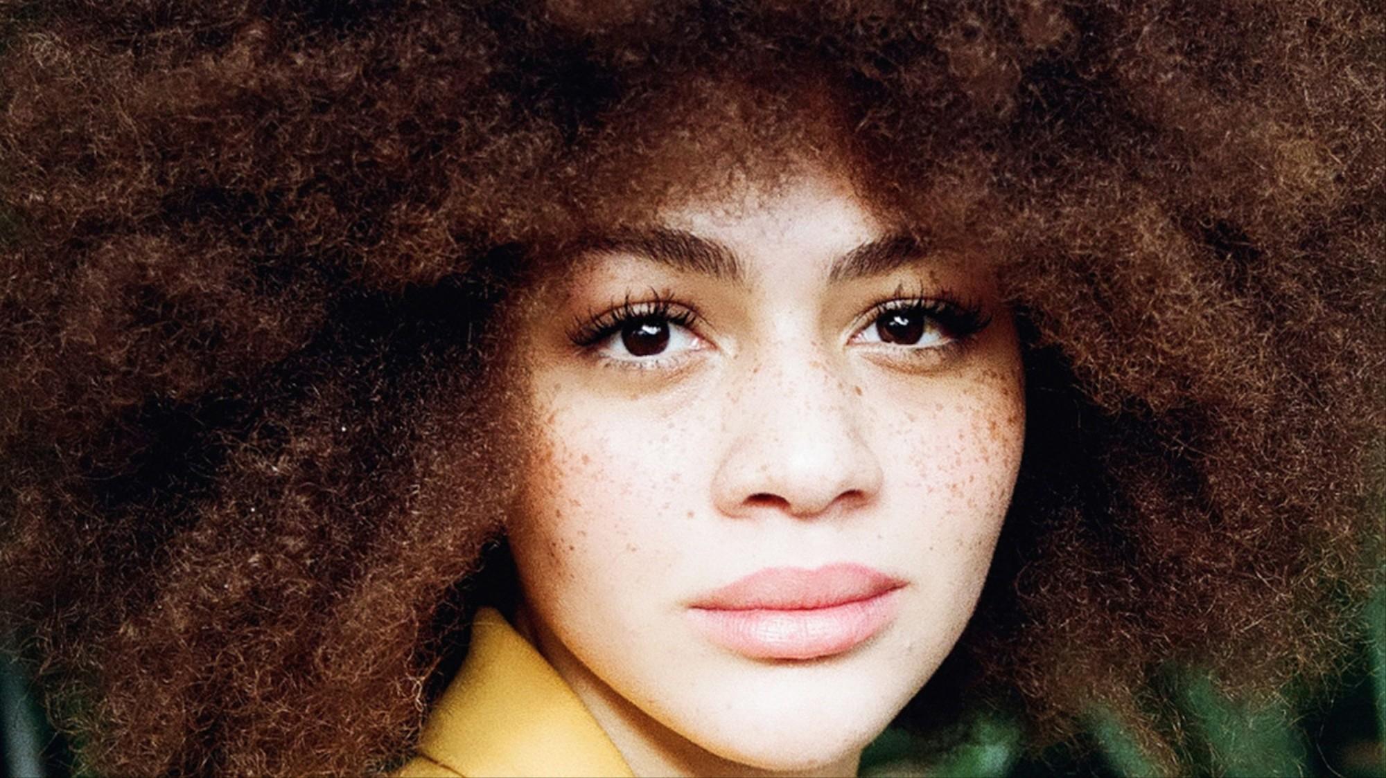 5 Afrodeutsche Frauen Uber Selbstakzeptanz Natural Hair Und