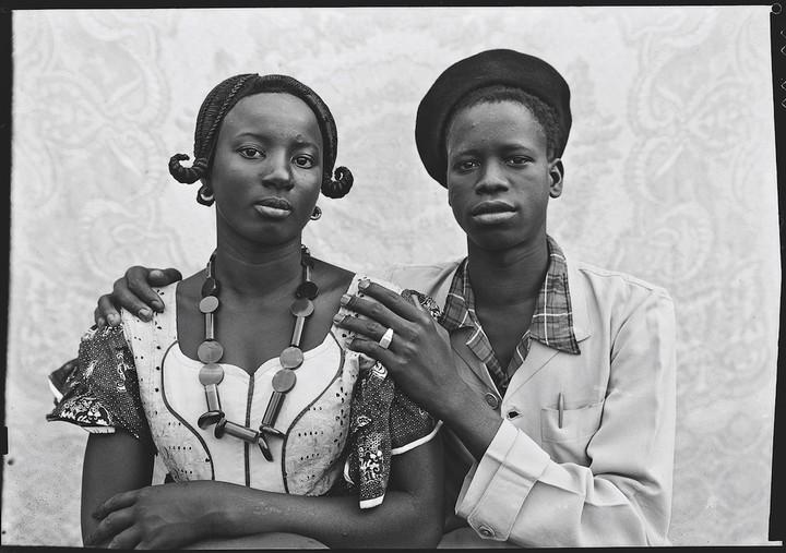 the untold story behind seydou keïta's stunning portraits of malian youth