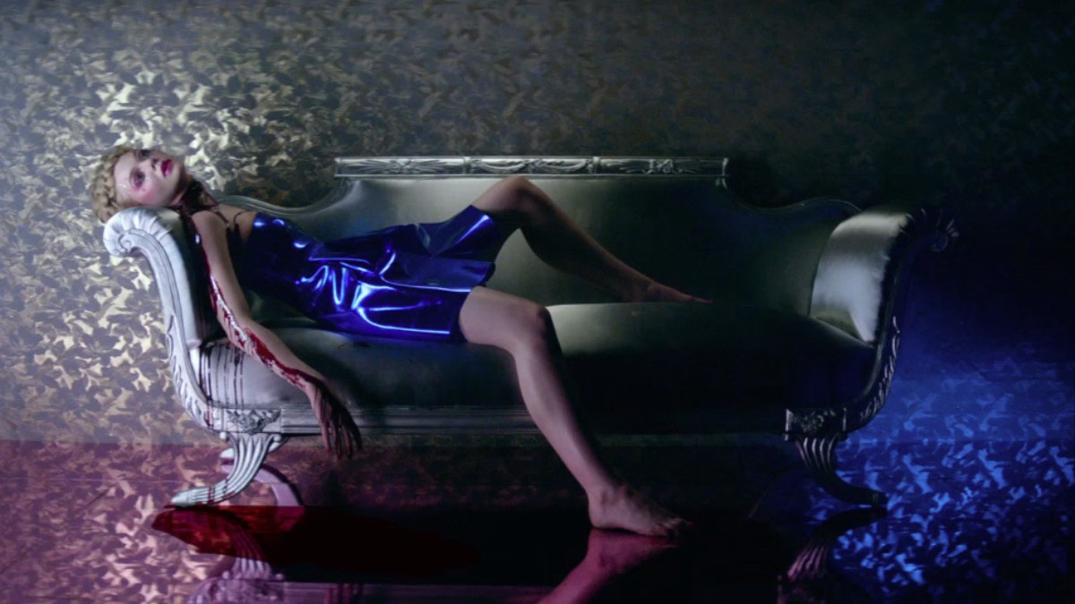 https://i-d-images.vice.com/images/2016/04/15/elle-fanning-and-abbey-lee-are-murderous-models-in-the-neon-demon-trailer-body-image-1460692058.jpg?crop=0.8108903605592347xw:1xh;center,center&resize=1200:*
