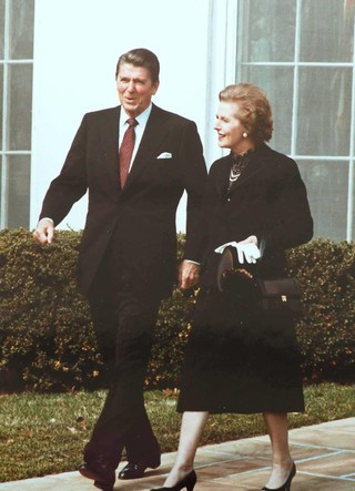 Margaret Thatcher With Ronald Reagan And That Bag In 1981 Image Via Wikipedia Commons