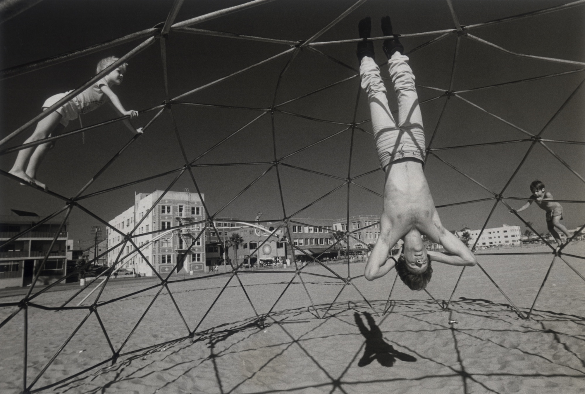 Rediscovering Photography On Summer >> Rediscovering Claudio Edinger S 1985 Portraits Of Venice Beach