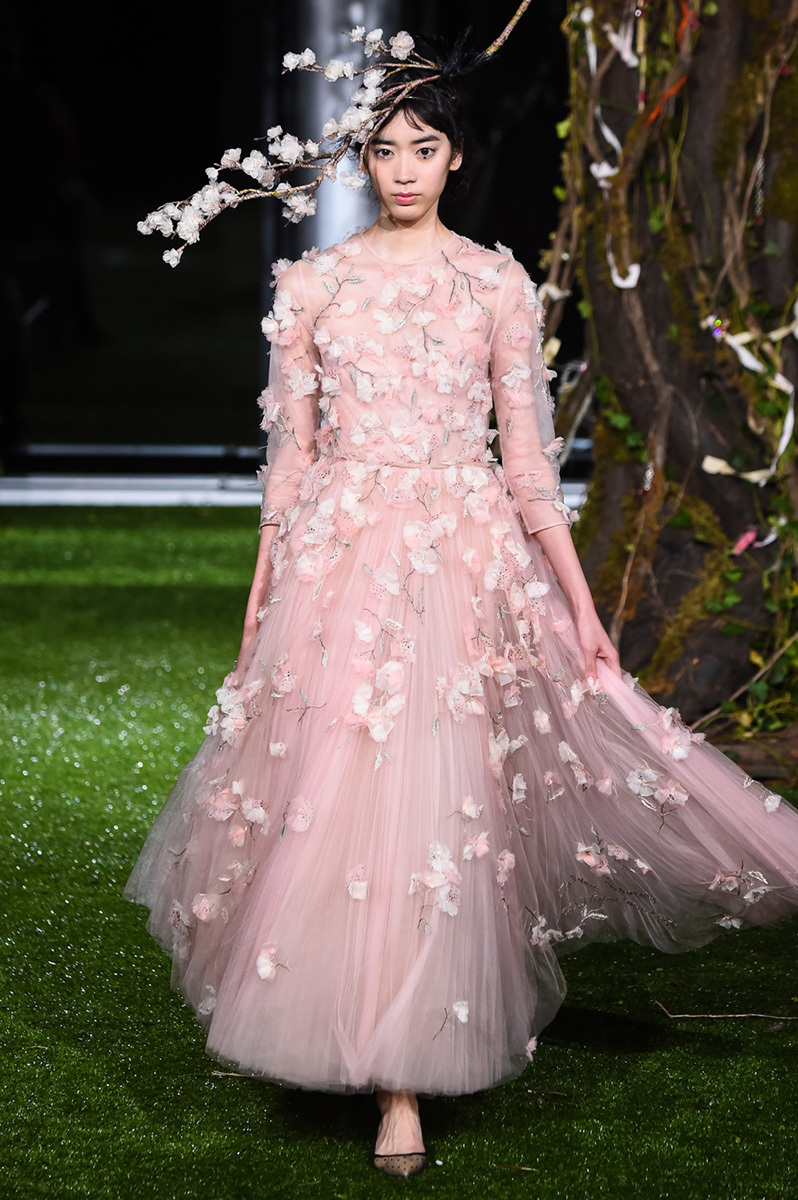 Preferenza maria grazia chiuri extends her dior haute couture collection in  HK47