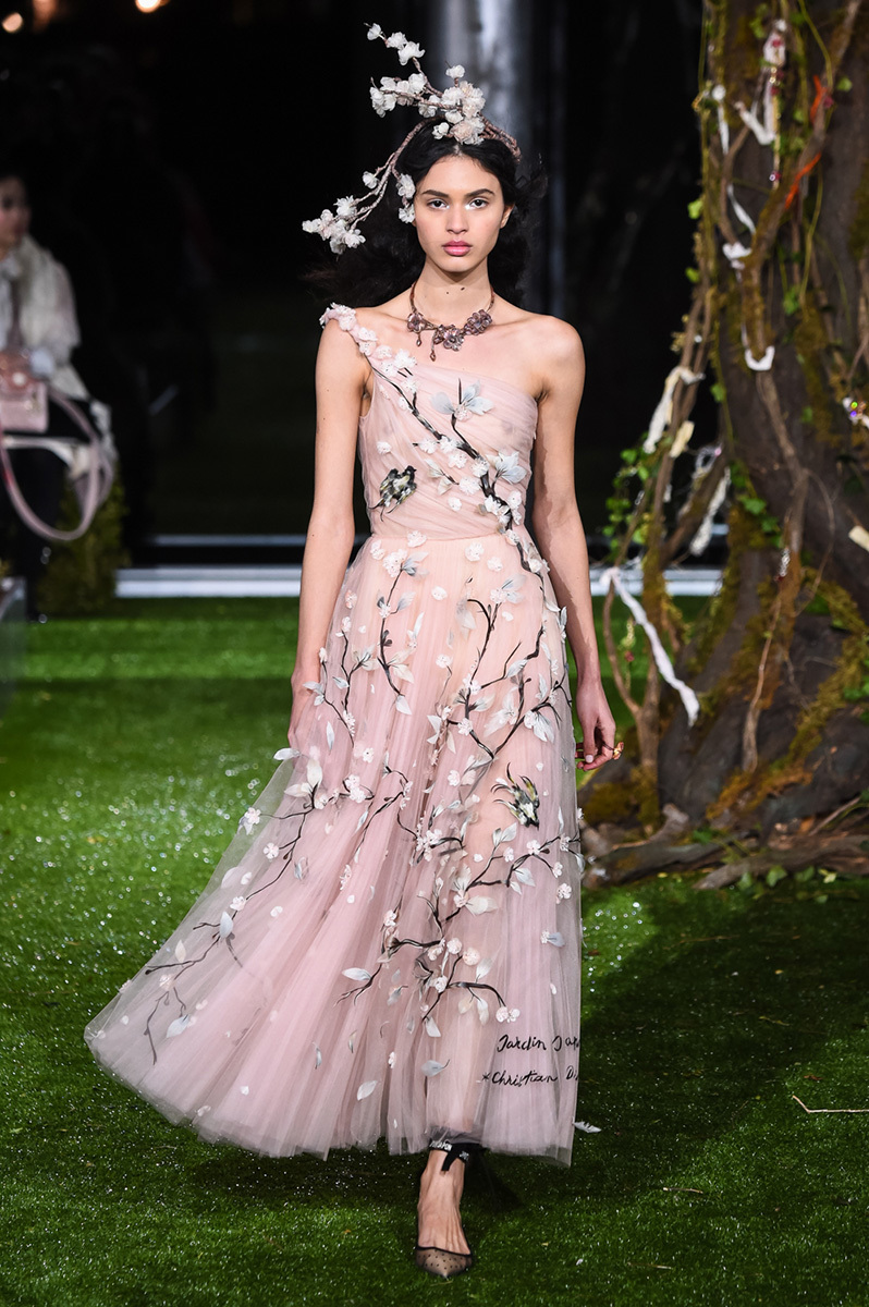 Preferenza maria grazia chiuri extends her dior haute couture collection in  RP14