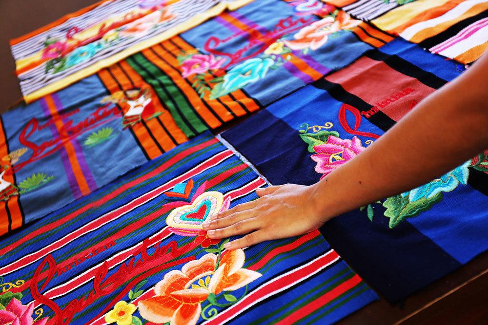 christian louboutin artesanas mayas