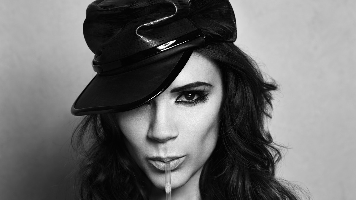 victoria beckham kicks off her heels to chat with i-D