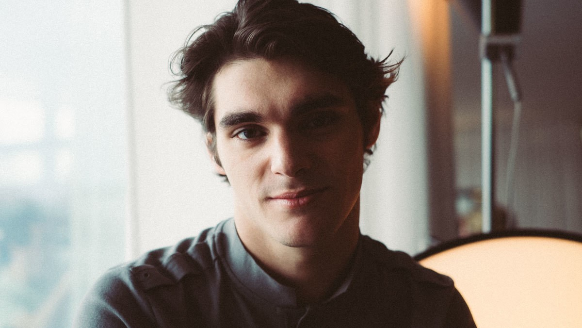 ​breaking bad's rj mitte is changing hollywood's perception of disability