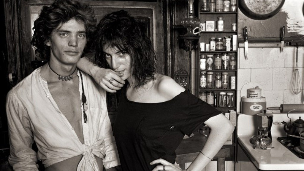 patti smith, debbie harry, and robert mapplethorpe check back into the chelsea hotel