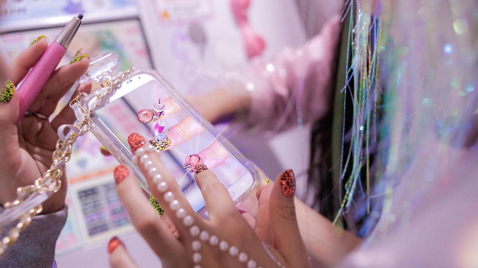 Virtual reality nail art is here and its insane i d the conversation around wearable tech feels like a corrupted mp3 file most of the time white noise and repetition check out the latest fitbit prinsesfo Image collections