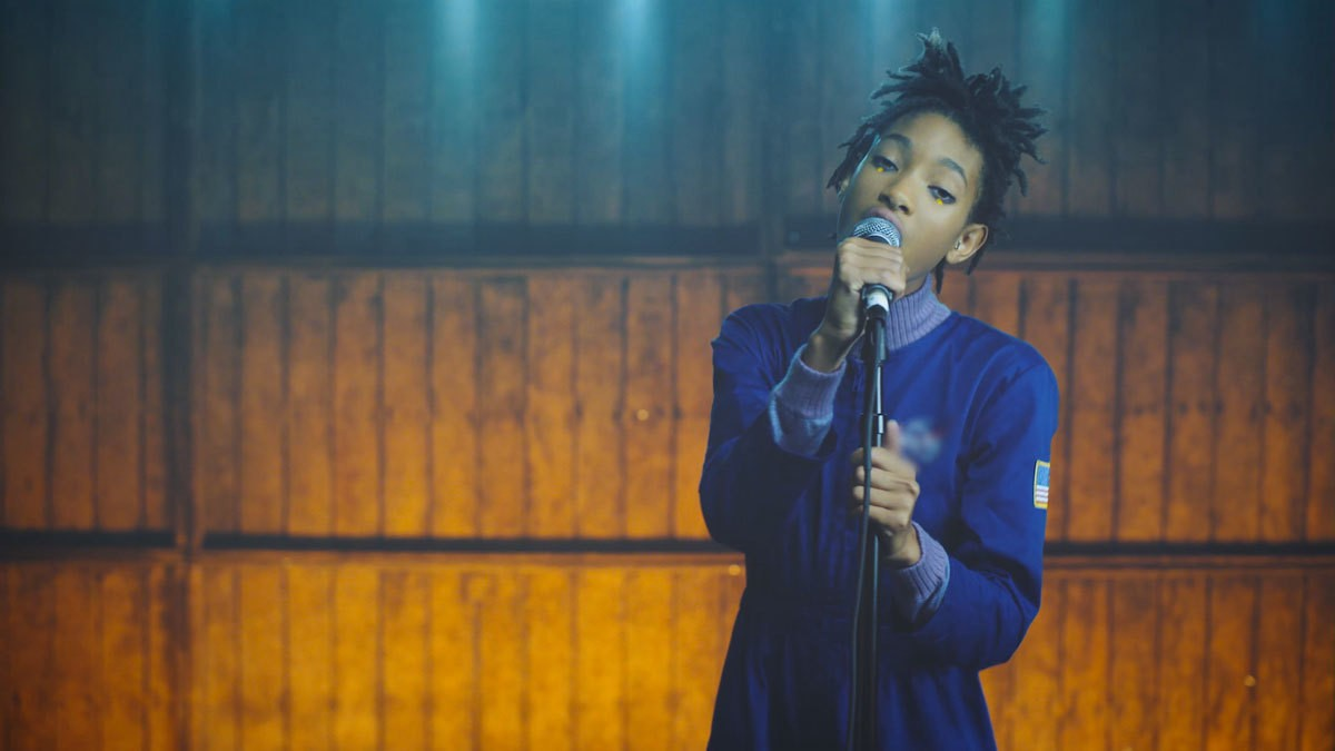 world premiere: watch willow smith's new video 'why don't you cry'