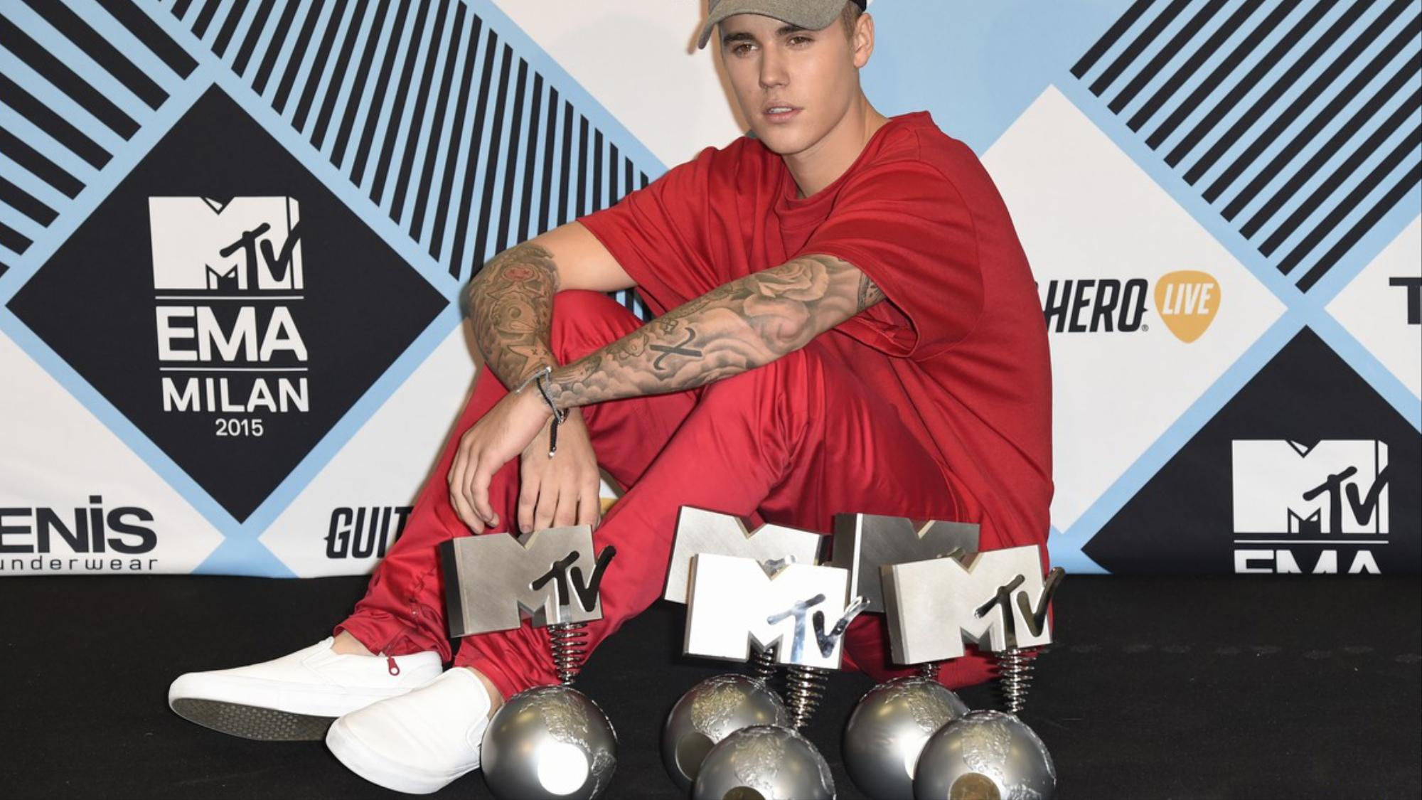 Justin bieber se convierte en el artista con m s premios for Justin bieber caracteristicas