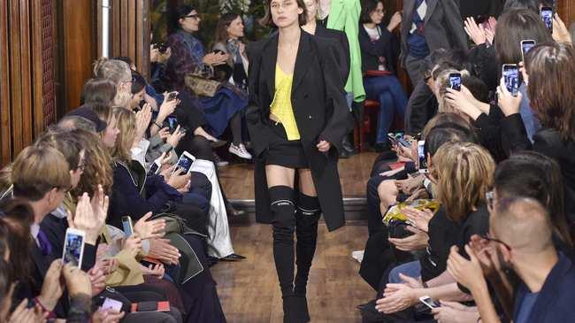 99bd770e4 la nueva ola de la moda de parís - i-D