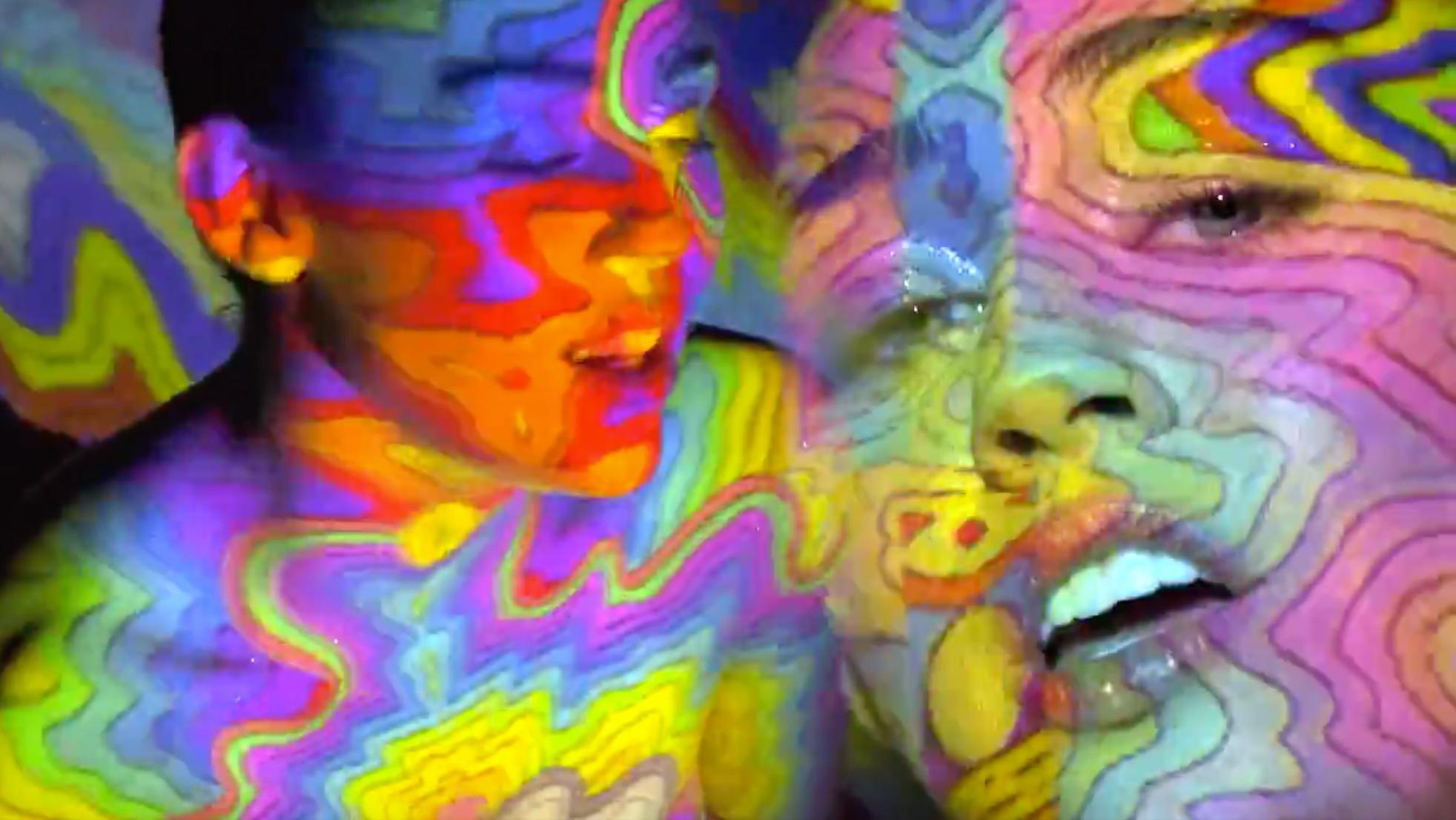 Miley Cyrus video kaleidoscópico para 'Lighter'