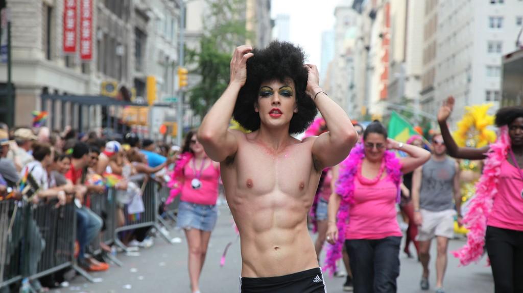 Фото трансвеститов в одежде на улицах 18 фотография