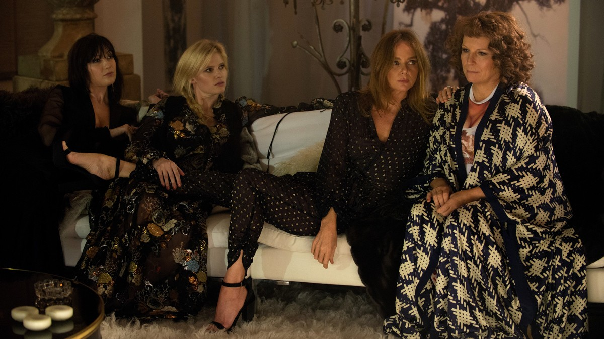 ​absolutely fabulous: the movie is jam-packed with fashion cameos
