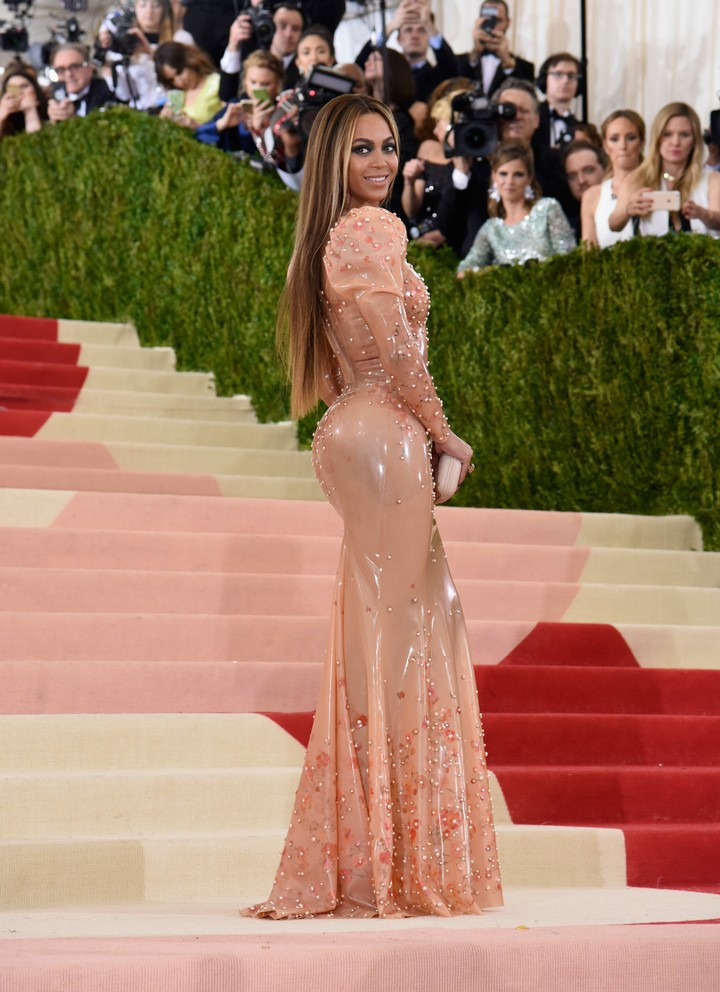 met gala 2016: lily-rose depp, light-up dresses, and the future of fashion