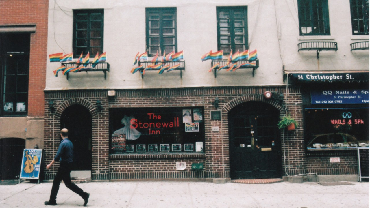 ​obama names stonewall inn the first ever lgbtq national monument in america