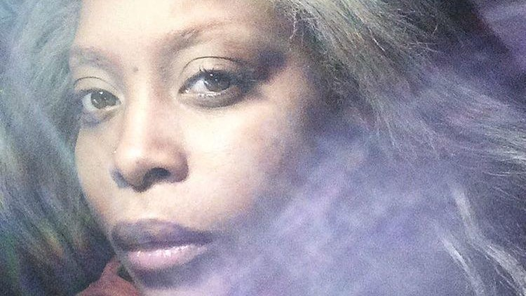 erykah badu is giving legendary palm readings on twitter