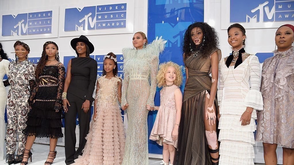beyoncé's vma squad included the mothers of the movement