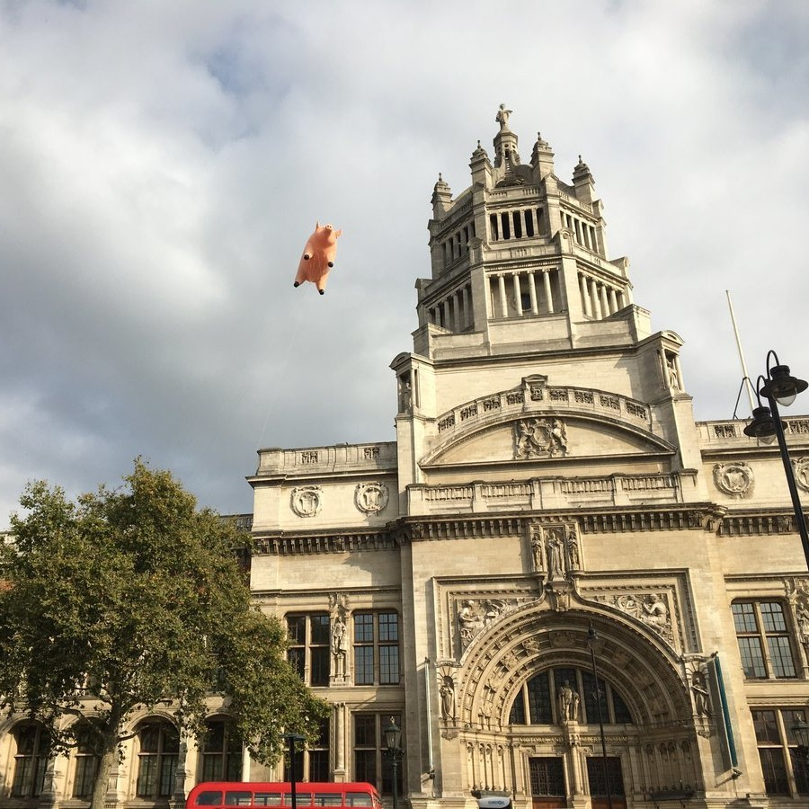 Pink floyd fly inflatable pig over v a museum to announce for Pink floyd exhibition