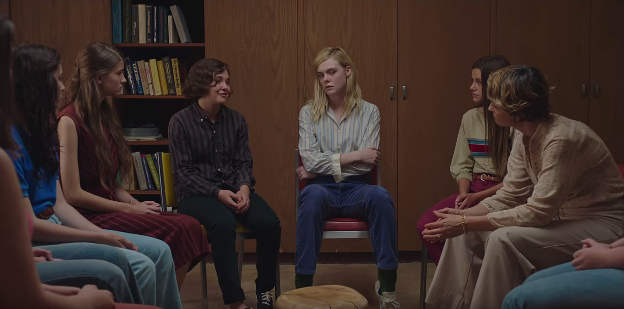 Watch greta gerwig elle fanning and annette bening in the for Ladeblok wit 3 lades
