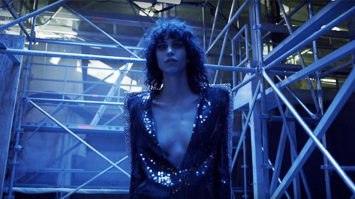 entre andamios, saint laurent presenta su nuevo fashion film