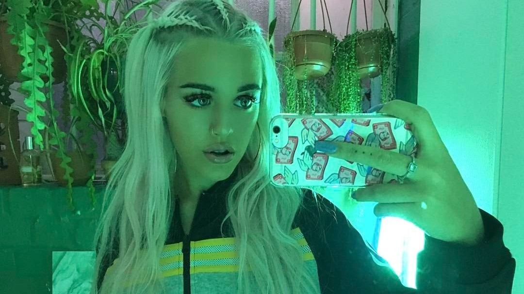 make-up artist and 1d sibling lottie tomlinson chats the beauty in being true to yourself