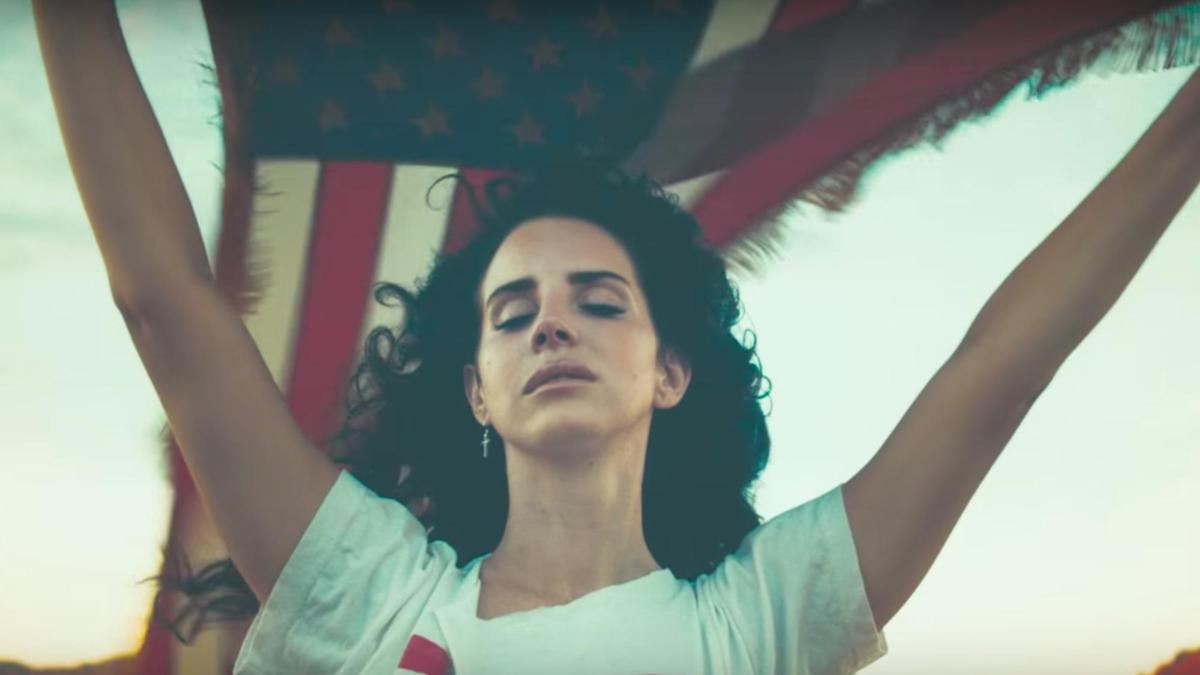 lana del rey is done with american flags