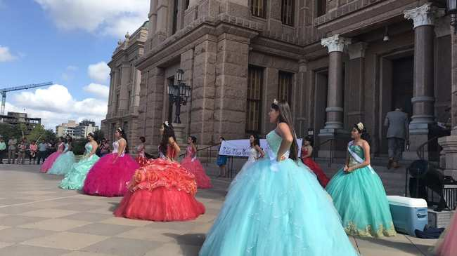72ebe3f5610 teens in quinceañera dresses protest texas immigration law - i-D