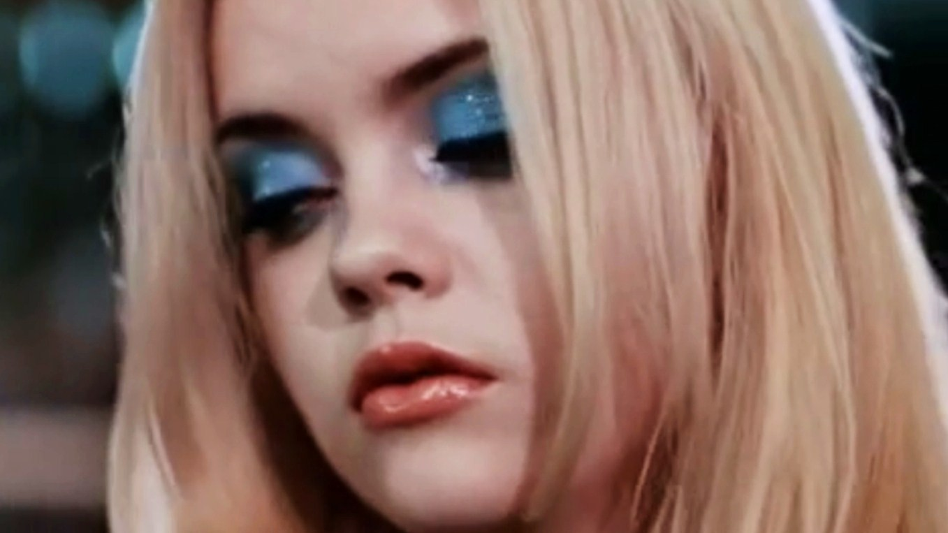blue eyeshadow rules pop culture — but who actually wears it?